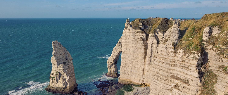 Klippen der französischen Gemeinde Éretat in der Normandie