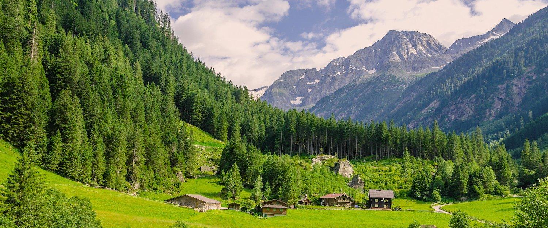 Landschaft mit Bergblick