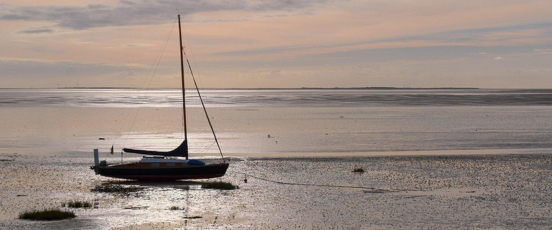 Boot bei Ebbe an der Nordsee
