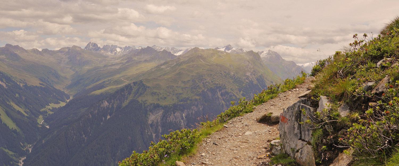 Wanderwegenetz in den Alpen