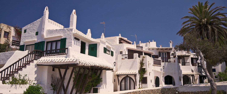 La tipica arquitectura de casas blancas Binibeca
