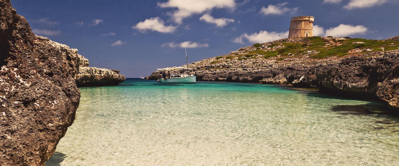 Dromerige baai op Menorca