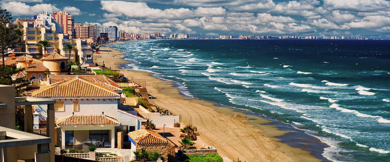 Kilométrica playa en La Manga del Mar Menor