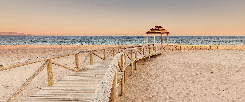 Playas de arena dorada te esperan en Sancti Petri
