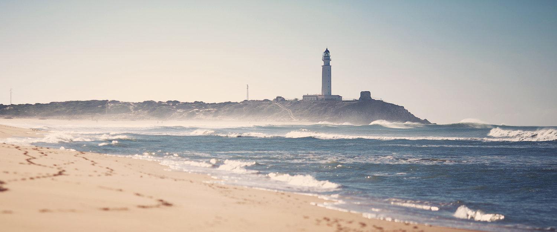 La playa y el faro de Zahora