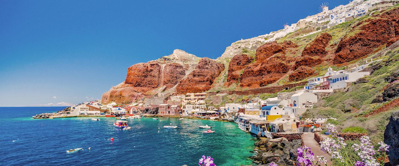 Der alte Hafen Ammoudi unter dem berühmten Dorf Ia auf Santorini