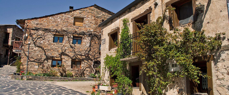 Típicas casas rurales de Valverde de los Arroyos