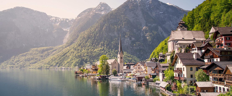 Hallstätter See am Fuß des Dachsteinmassivs