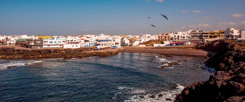 Das weiße Dorf El Cotillo an der Küste Fuerteventuras