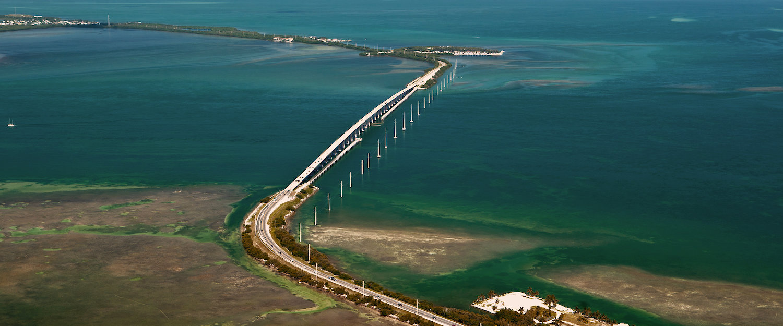 Oversea Highway temidden van de Florida Keys....