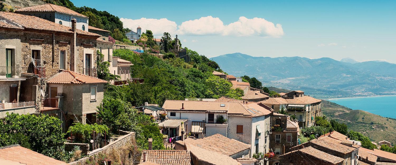Panorama oltre i tetti di Acciaroli.