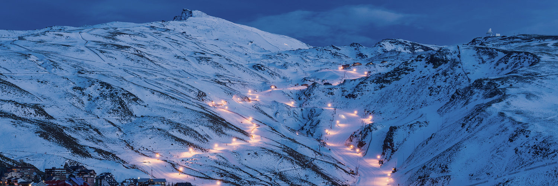 Pistas de esqui de Sierra Nevada por la noche