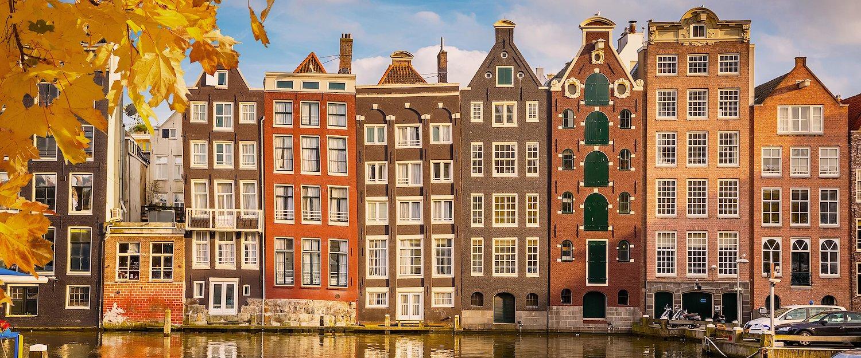 Charakterystyczne kamienice w Amsterdamie