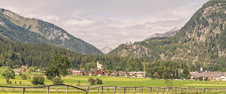 anoramablick auf das Tal und die Berge im Lungau