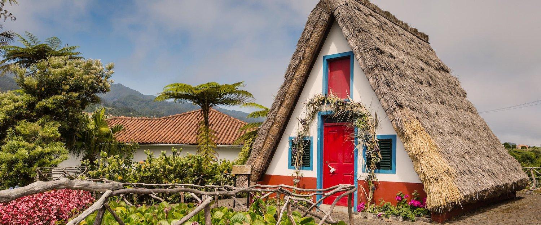 Charakterystyczne dla Madery kolorowe domki