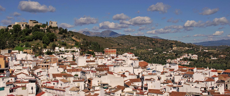 Alte andalusische Festung hinter Monda