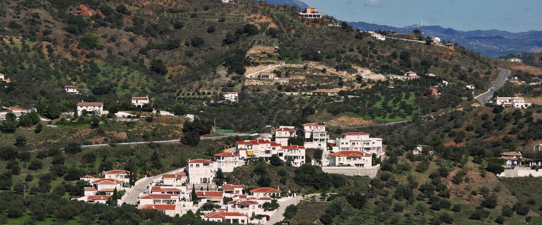 Das weiße Dorf Monda in der Provinz Málaga