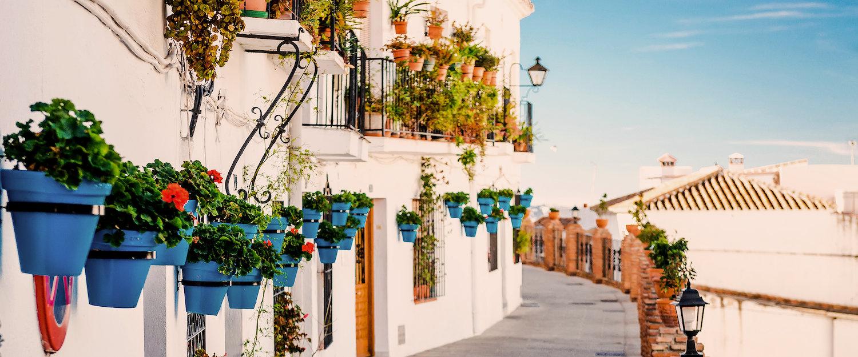 Una calle en Mijas, muy cerca de Málaga