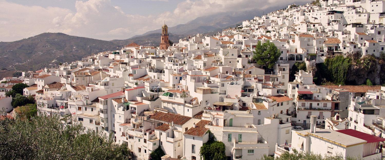 Weißes Weindorf in Andalusien.