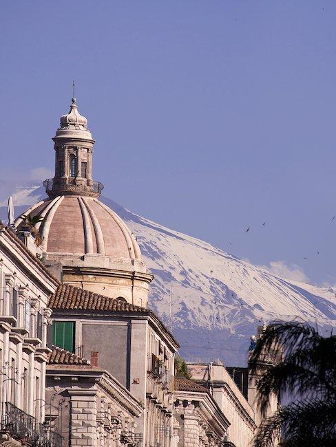 Nieodzowny element krajobrazu Katanii - wulkan Etna