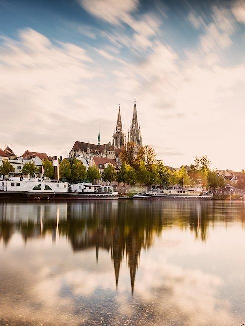 De dromerige skyline van Regensburg in Oost-Beieren