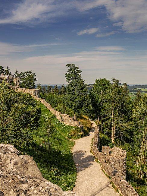 Weg bei der Schlossruine Eisenberg