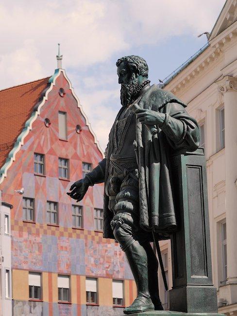 Fugger Skulptur in Augsburg