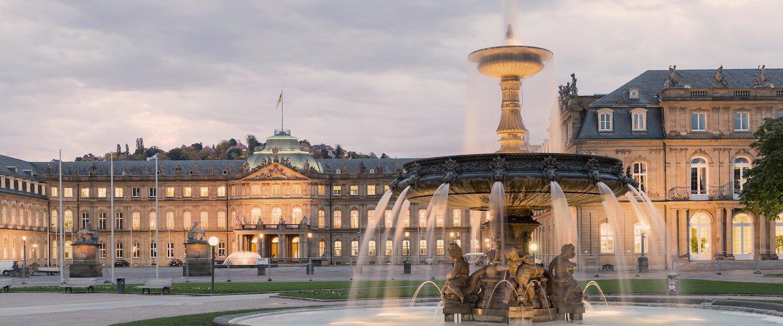 Der Schloßplatz in Stuttgart ist ein Besuch in jedem Fall wert