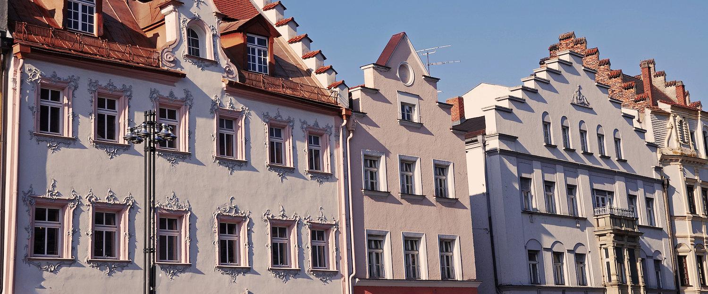Typische gevels van huizen in Deggendorf
