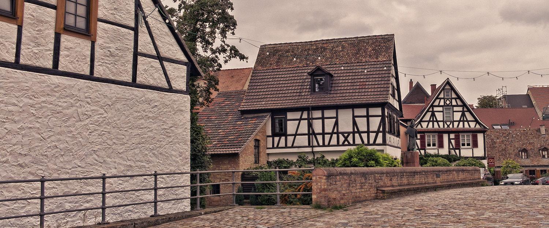 Typische Fachwerkhäuser in Neustadt an der Weinstraße