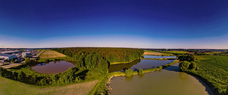 Panoramalandschaft mit Fischteichen in Herzogenaurach