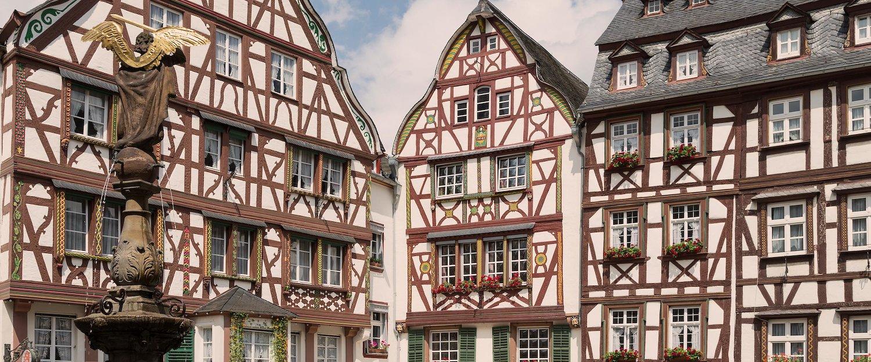 Traditionelle Fachwerkhäuser am Marktplatz, der Hauptattraktion in Bernkastel-Kues