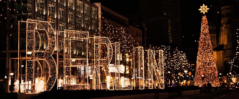 Kurfürstendamm Straße mit Weihnachtsdekoration