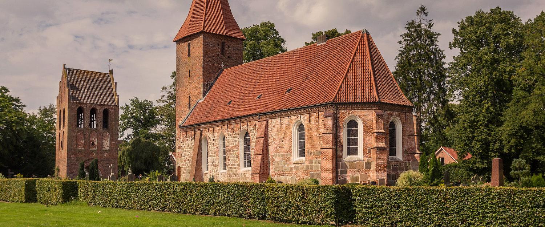 Traditionele St. Ulrich-kerk in Rastede