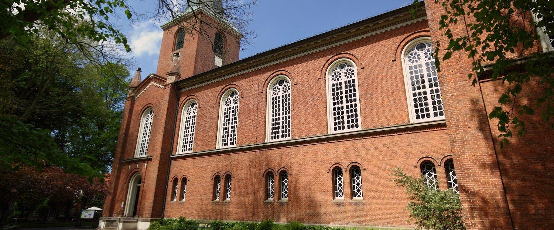 Regionstypische Kirche im Brickstone Architekturstil