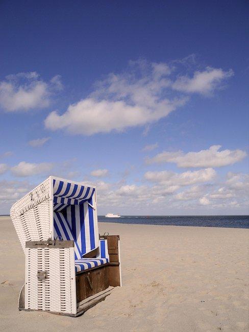 Strandkorb an der Nordseeküste