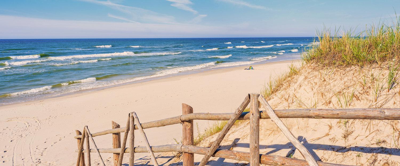 Widok na plażę i Bałtyk
