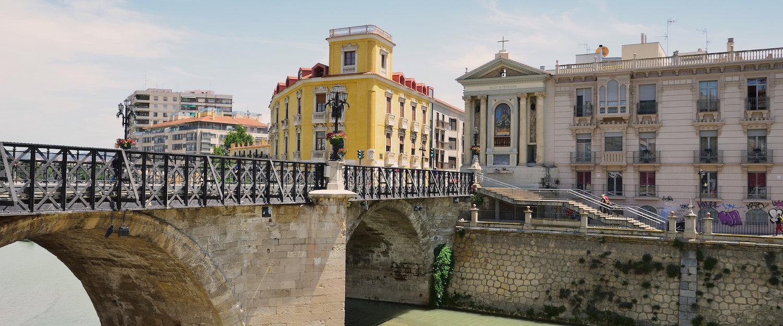 Bewundern Sie die wunderschöne Altstadt Murcias.