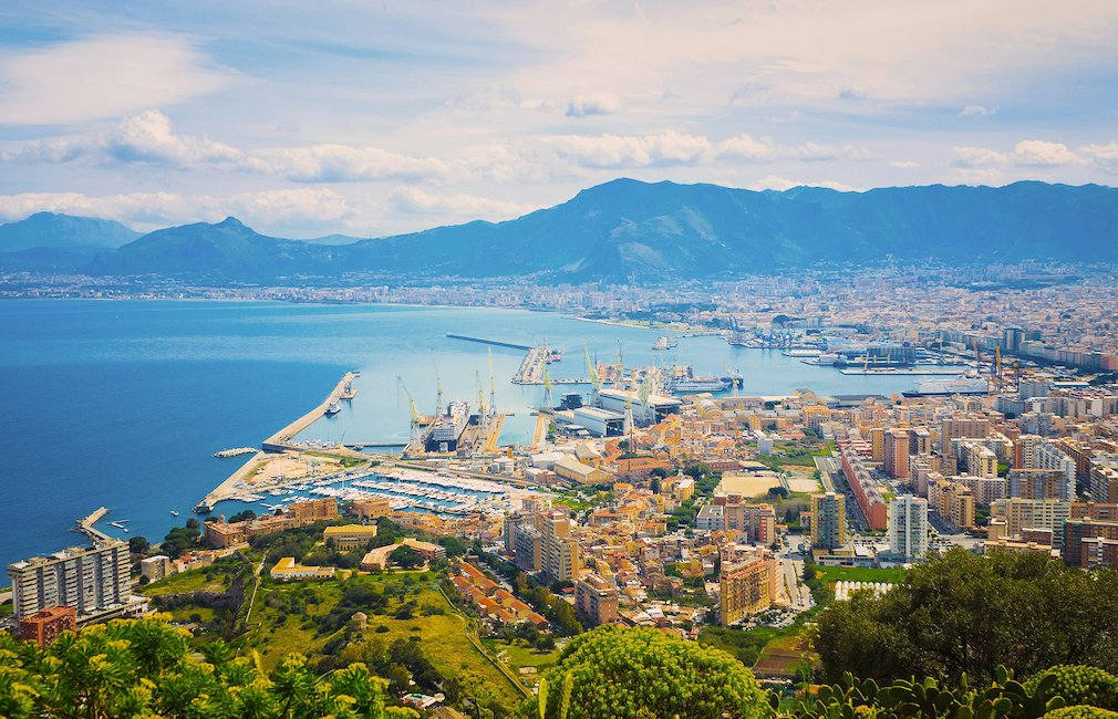 Vista sul porto di Palermo.