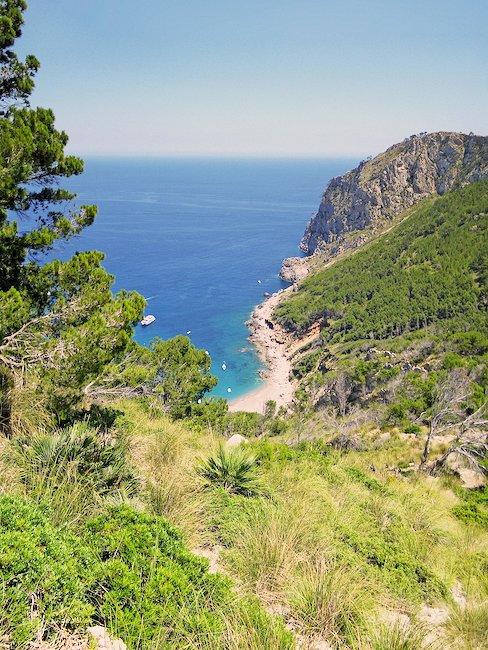 Aussicht auf eine italienische Bucht von Tropea