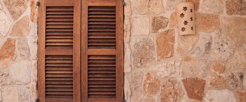 Typisch mallorquinische Hausfassade in Muro