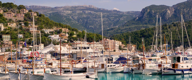Barcos de vela en el puerto de Sóller