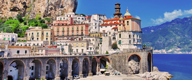 Panorama de Atrani de la Costa Amalfitana