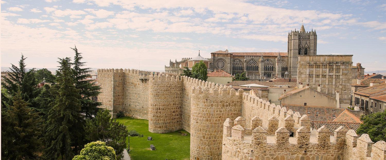 Vista de la muralla medieval de Ávila