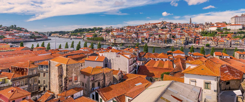 Vista da Cidade de Vila Nova de Gaia, com Porto ao Fundo.