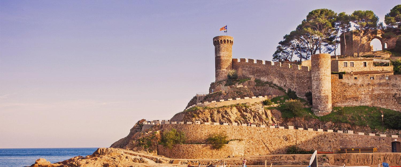 Las murallas del Castell desde la Playa