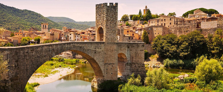 Puente de origen medieval en Besalú