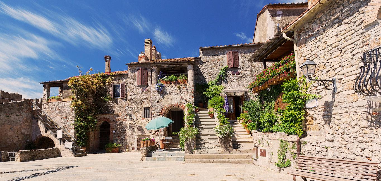 Tradizionali case in pietra.