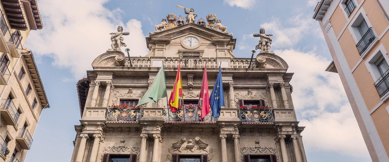 La fachada del Ayuntamiento de pamplona