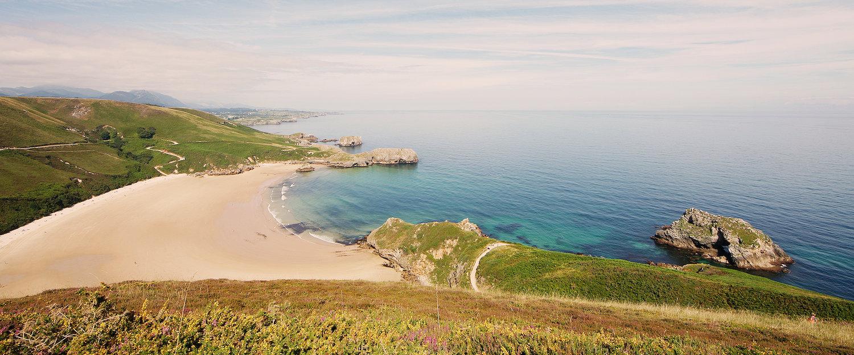 Playa de Torimbia en los alrededores de Llanes
